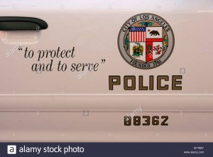 los-angeles-police-department-seal-on-a-lapd-cop-car-B1T66Y
